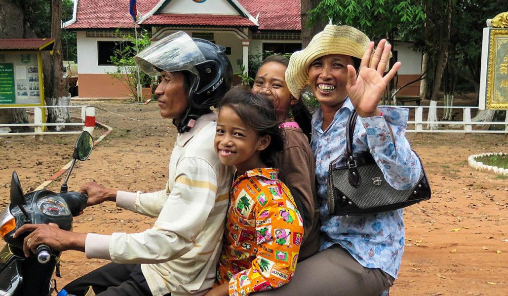 Cambodge - Une famille sur un scooter