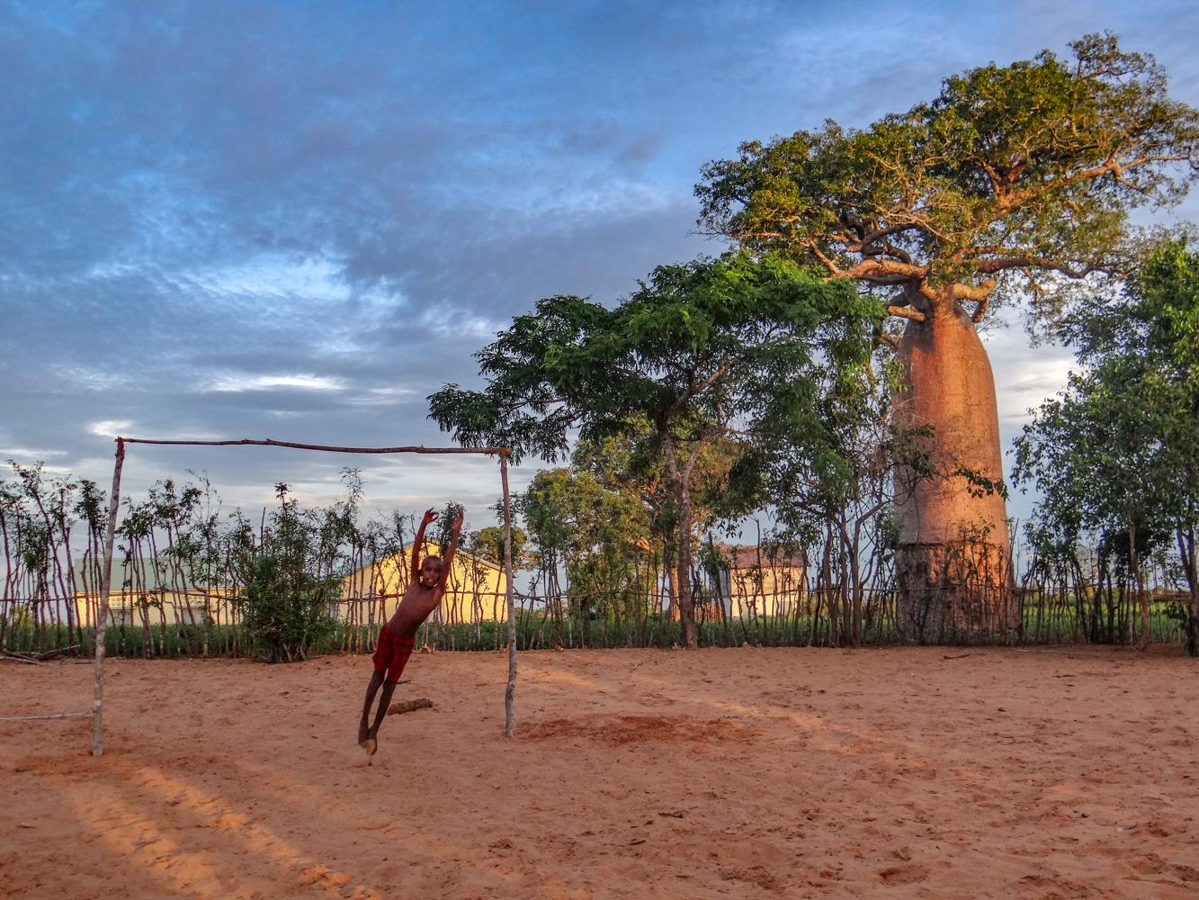 Madagascar – Mangily, foot