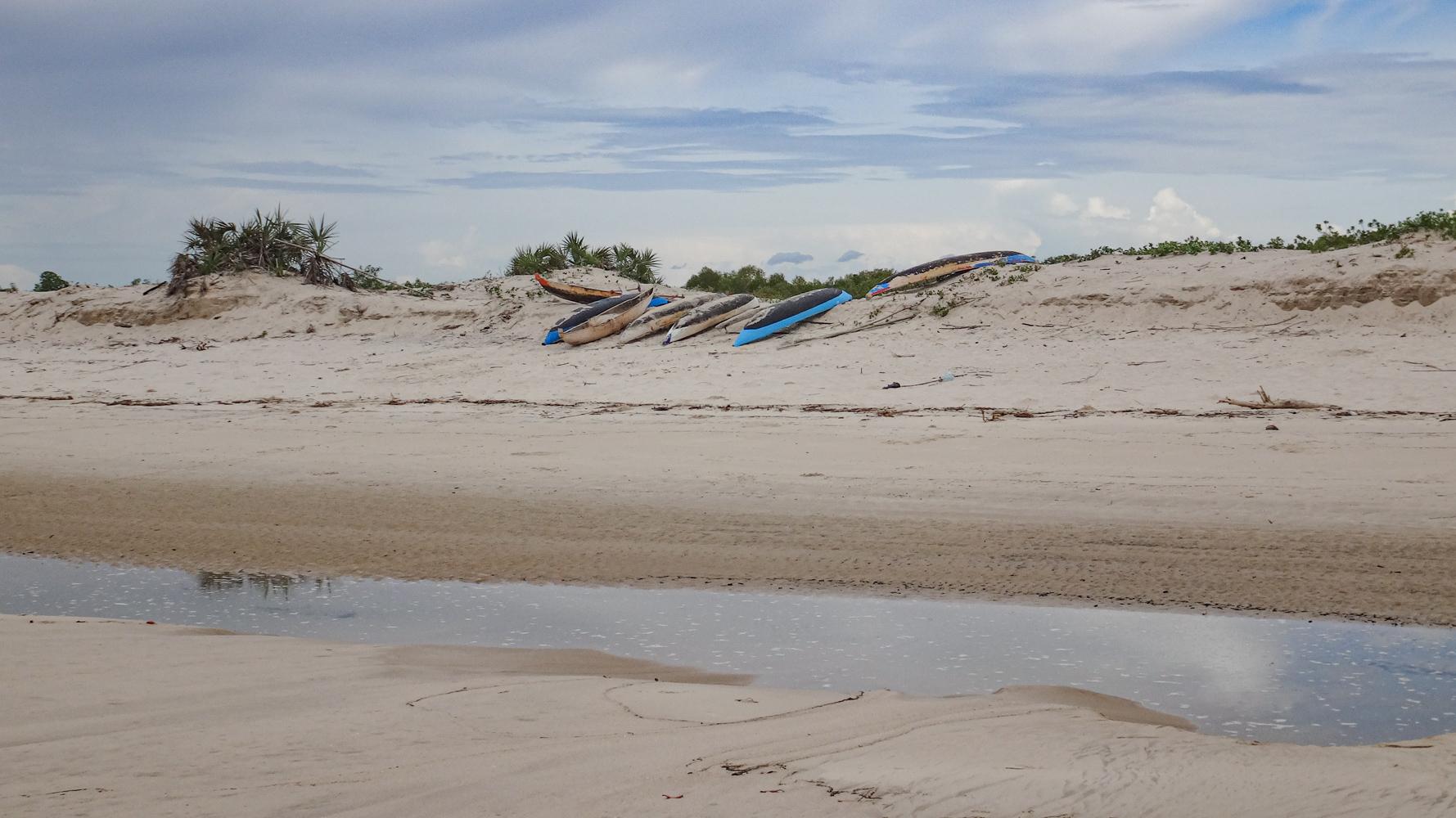 Madagascar - plage de Tsinjoriaky
