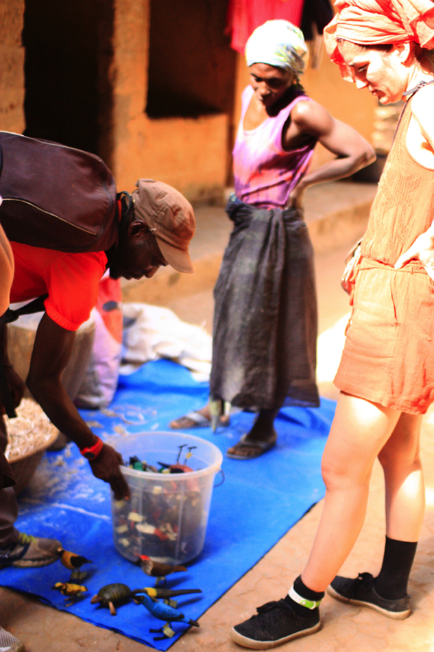 Senegal - Artisans oiseaux bois rando VTT Oussouye(photos A. Fiasco)