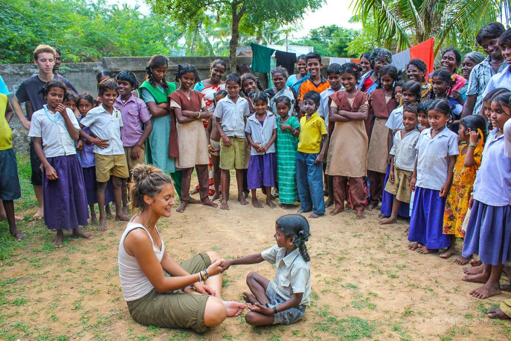Inde - Petite fille indienne avec jeune fille BD